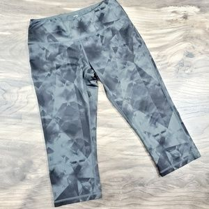 Z by Zella Capri Printed Grey Leggings. Size small